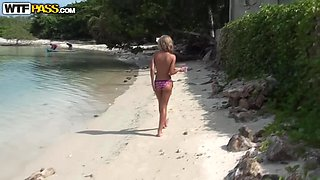 Getting Head From An Innocent Looking Blonde Chick At The Beach