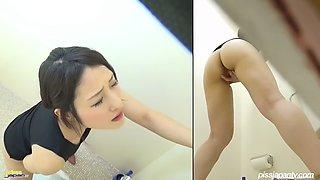 Mature japanese masturbates in public toilet