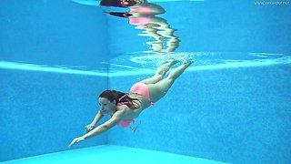 Great underwater performance of sizzling nude babe Sazan Cheharda