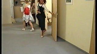 Schoolgirls geile biester auf der schulbank (1995)
