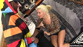 Layla Pryce let Jizz Kalifa test out all her holes